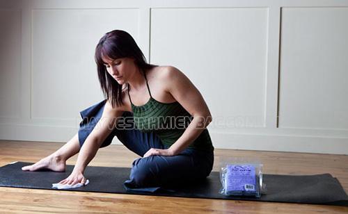 Các cách giặt thảm tập yoga đơn giản tại nhà