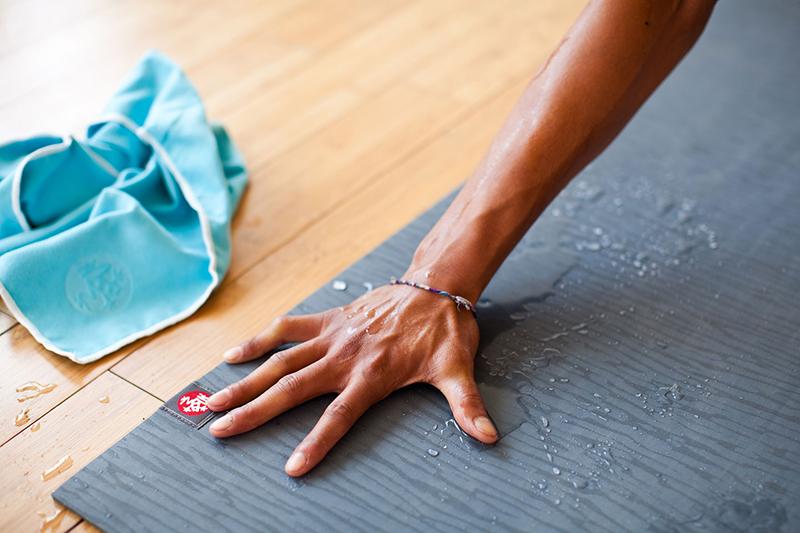 cách giặt thảm tập yoga