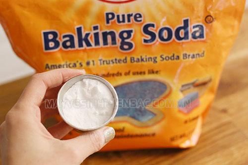 Bột baking soda có thể được sử dụng như một nguyên liệu tẩy rửa