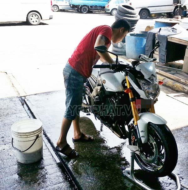 [Tư Vấn]Có nên rửa xe khi máy còn nóng hay không?