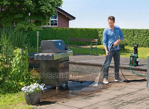 Máy phun rửa xe gia đình giúp hỗ trợ nhiều công việc phun rửa khác nhau
