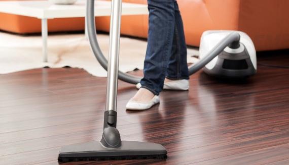 Hút bụi thường xuyên giúp làm sạch toàn bộ bụi bẩn trong không gian nhà ở