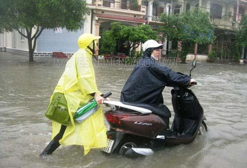 Khi xe máy bị ngập nước nên xử lý như thế nào?