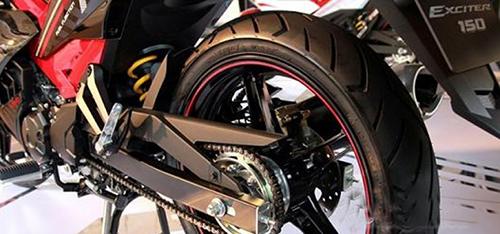 Có thể làm đen lốp xe máy bằng những cách nào?