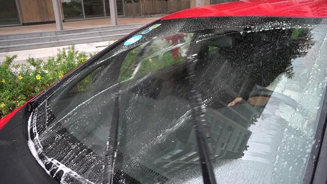 Tại sao phải thay nước rửa kính ô tô?