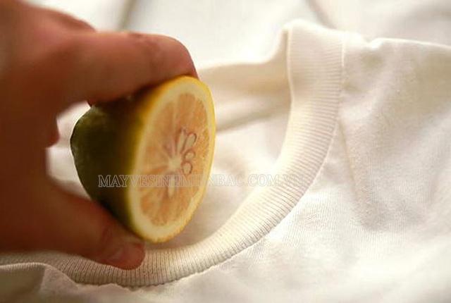 Bật mí cách làm áo hết mốc đơn giản tại nhà