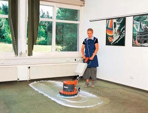 Máy chà sàn tạ là thiết bị máy móc vệ sinh công nghiệp chuyên nghiệp