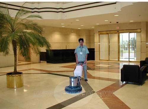Có nên mua máy chà sàn tạ hay không?
