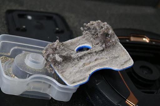 Không vệ sinh thường xuyên máy sẽ bị dải rác thải khắp nơi