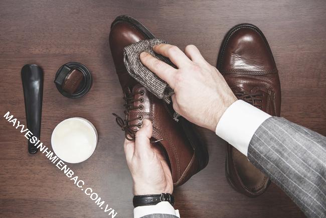Xi đánh giày dạng sáp