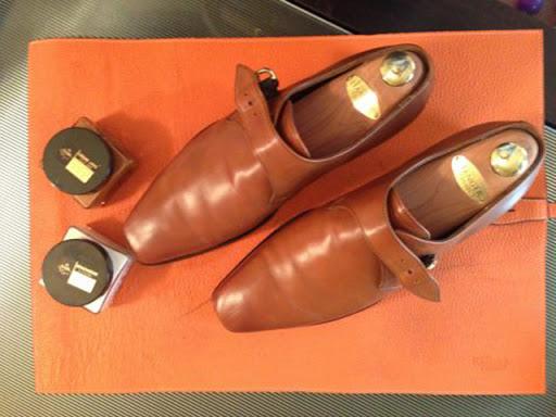 cách đánh giày vàng bò chuẩn với xi