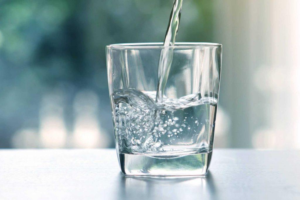 cách rửa ly thủy tinh
