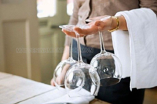 Cách rửa ly thủy tinh bị ố siêu sạch