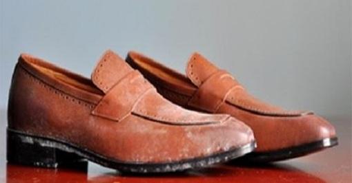 cách làm sạch giày bị mốc
