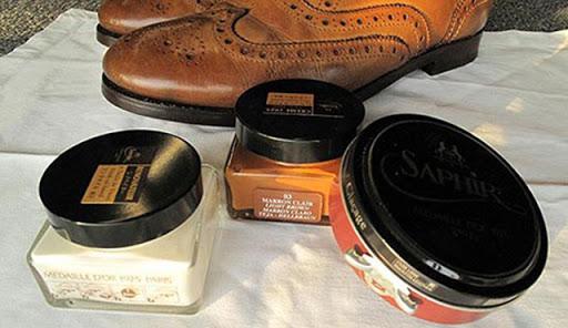Lựa chọn cả xi kem và xi sáp để chăm sóc tốt nhất cho đôi giày