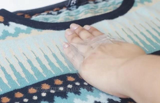 quần áo hết dính lông bằng cách sử dụng băng dính