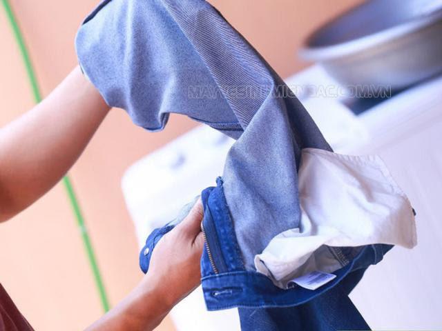 cách làm quần áo hết dính lông