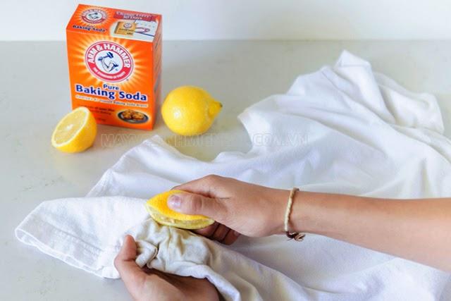 cách tẩy mốc quần áo bằng Baking soda