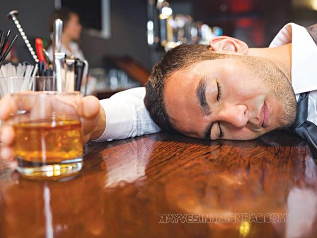 uống bia rượu nhanh say nhất
